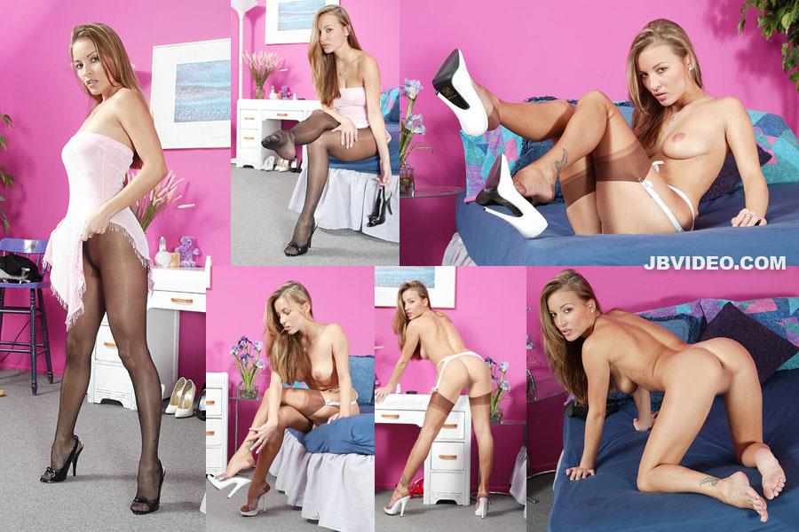 MONIKA'S FOOT TEASE -DVD